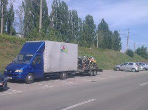 Transport marfa moto pentru predarea lor turistilor
